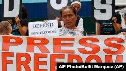 Para aktivis dan jurnalis melakukan aksi unjuk rasa pada 'Hari Kebebasan Pers Sedunia' di Manila, Filipina.