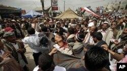 也門示威持續。