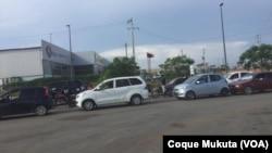 Filas por combustível em Luanda, Angola