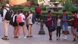 美国万花筒:美国大学生如何防范校园暴力问题;奔驰联手施瓦辛格展示新车;节日过后的瘦身良方