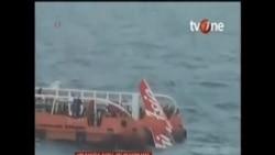 亞航墜機尾部浮出水面