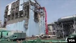 Salah satu gedung reaktor di PLTN Fukushima yang rusak.