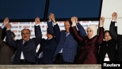 Thủ tướng Thổ Nhĩ Kỳ ăn mừng chiến thắng tại trụ sở đảng AK ở Ankara, ngày 10/8/2014.