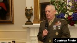 馬蒂斯上將2013年4月4日出席退役招待會(美國海軍陸戰隊照片)