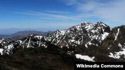 Gunung Toubkal di Taman Nasional Toubkal, High Atlas, Maroko (Foto: Wikipedia). Dua pendaki gunung dilaporkan meninggal dunia di wilayah ini dan seorang berhasil diselamatkan dengan bantuan sebuah tim dari Spanyol.