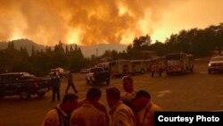 优胜美地国家公园外的大火80%获得控制