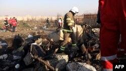 Уламки українського літака, що впав після зльоту з тегеранського аеропорту і згорів 8 січня 2020 року