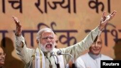 印度总理莫迪在新德里向人民党的支持者致辞(2017年3月12日)