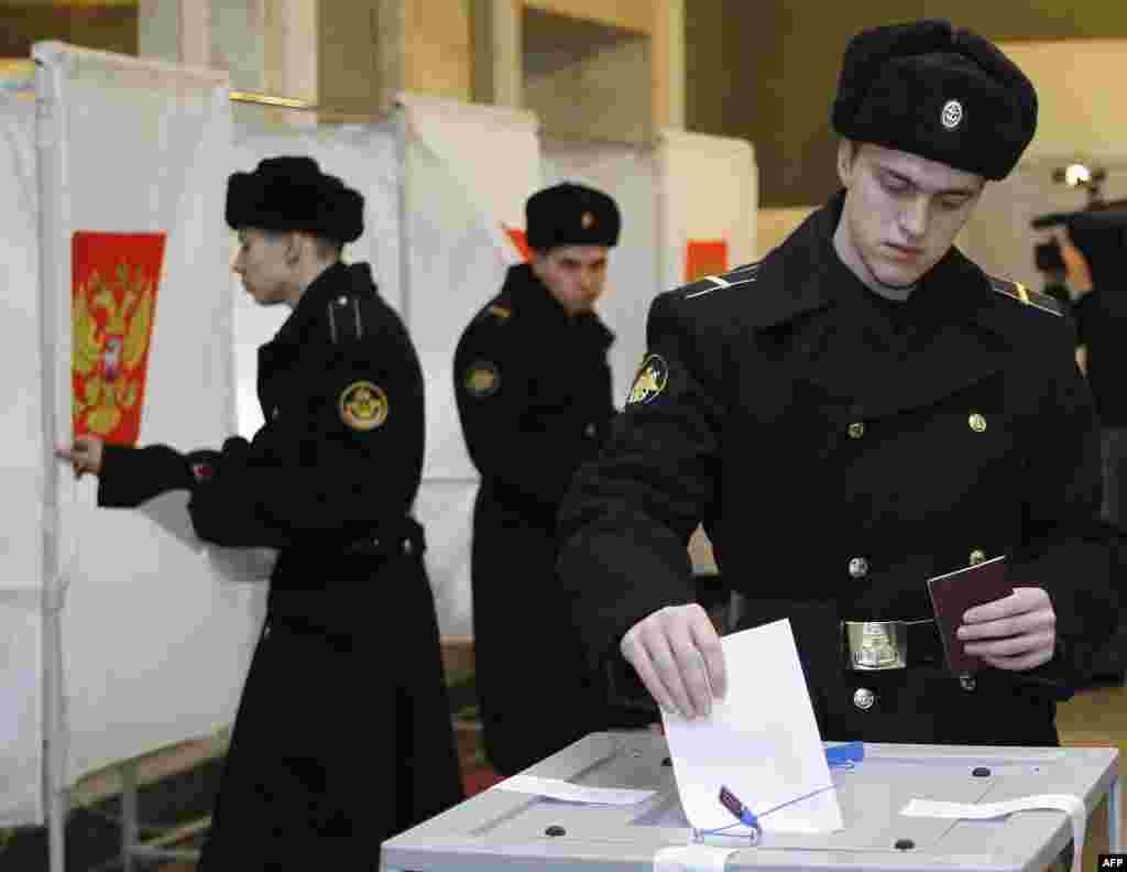 Російські військові голосують. 4.03.2012.