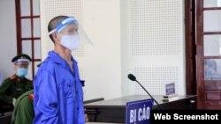 Ông Trần Hữu Đức tại phiên tòa ngày 16/8/2021. Photo Báo Nghệ An.