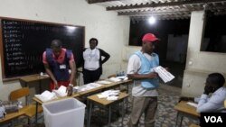 Contagem de votos em Luanda