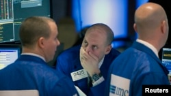 2015年1月27日,纽约股票交易所的交易员们在暴风雪中迎来了新的一天。