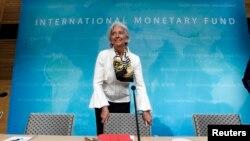 Tổng giám đốc IMF Christine Lagarde đến dự họp báo tại trự sở IMF ở thủ đô Washington, ngày 14 tháng 6, 2013. (REUTERS/Jose Luis Magana )