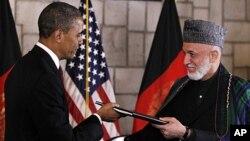 지난해 5월 아프가니스탄 카불에서 회담한 바락 오바마 미국 대통령(왼쪽)과 하미드 카르자이 아프가니스탄 대통령.