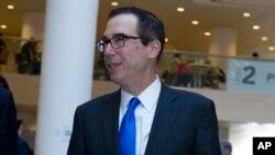 美國財政部長努欽4月20日在華盛頓出席國際貨幣基金組織和世界銀行春季會議的記者會