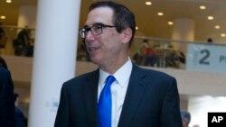 美国财政部长姆努钦4月20日在华盛顿出席国际货币基金组织和世界银行春季会议的记者会