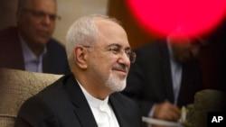 伊朗外長扎里夫5月13日訪問中國在北京釣魚台賓館會見中國外長王毅。