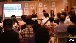香港天主教正义和平委员会举办土地大辩论公众座谈会。(美国之音汤惠芸拍摄)