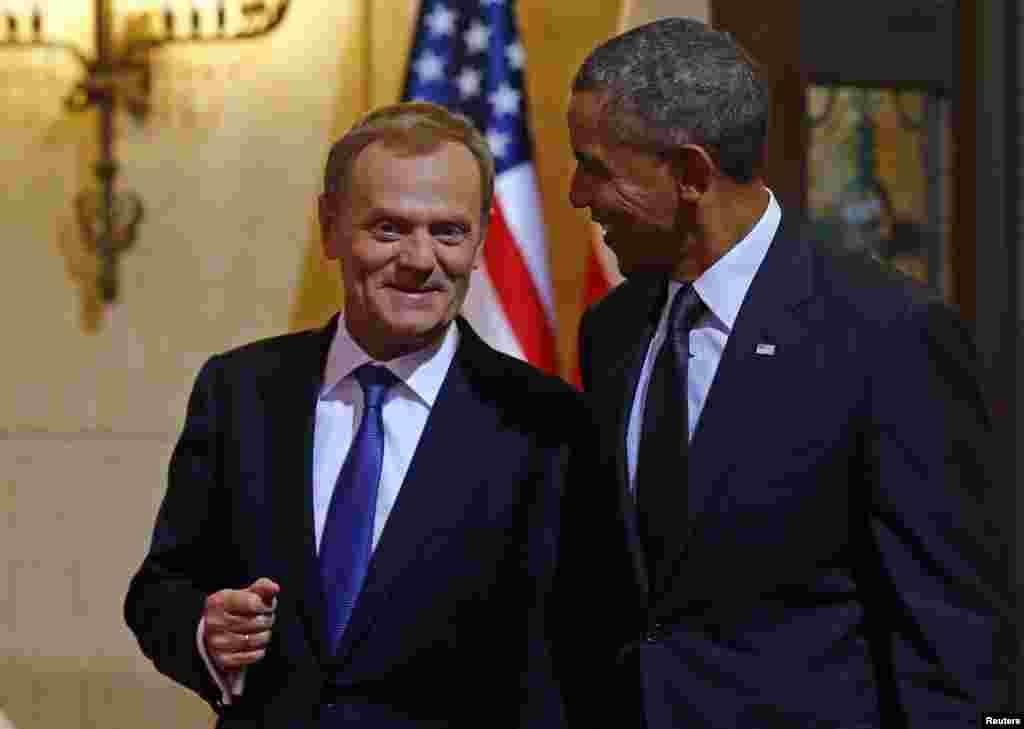 Barak Obama Varshavada Polsha Bosh vaziri Donald Tusk bilan ko'rishdi.