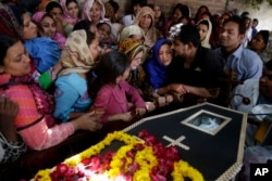FILE - Pakistani Christian women mourn a victim of a bombing attack in Lahore, Pakistan, March 28, 2016.