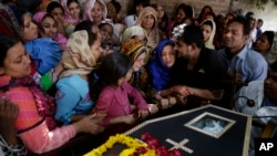 Pakistan Mourns Easter Suicide Bombing Victims