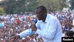 Kizza Besigye ni umuyobozi w'ishyaka rya FDC