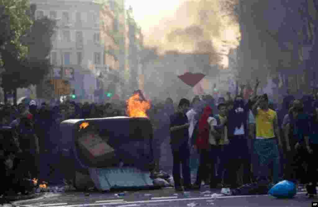 Durante las protestas, 13 personas fueron detenidas en Galicia y 74 en Barcelona.