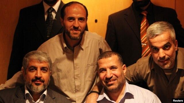 Ông Ahmed al-Jabari (phía trước bên phải), nguời đứng đầu về quân sự của nhóm Hamas, đã bị thiệt mạng trong một cuộc không kích của Israel ngày 14/11/2012.