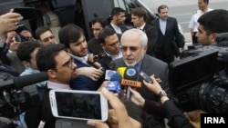 گفتگوی محمدجواد ظریف وزیر خارجه ایران با خبرنگاران در فرودگاه وین، ۲۳ اردیبهشت ۱۳۹۳