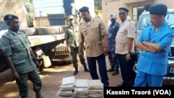A Bamako, la police a saisi 196 kg de cannabis, le 7 novembre 2017. (VOA/Kassim Traoré)