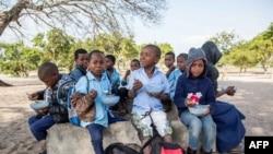 Des élèves mozambicains à l'école primaire de Mitilene où des classes bilingues sont enseignées, à Manhica, au Mozambique, le 20 juin 2018.