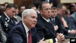 國防部長蓋茨和美軍參謀長聯席會議主席﹑海軍上將馬倫出席國會質詢