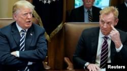 Ông Patrick Shanahan trong một cuộc gặp với Tổng thống Trump.