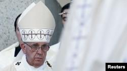 Papa Françesko Washington'daki ayinde