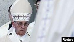 Paparoma Francis a sujada