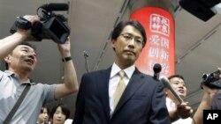 Direktur Divisi Asia Timur Laut di Kementerian Luar Negeri Jepang, Keiichi Ono, tiba di bandara Beijing untuk menghadiri pembicaraan dengan Korea Utara. (Foto: AP/Ng Han Guan)
