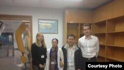 Ông Nguyễn Bắc Truyển và vợ, bà Bùi Thị Kim Phượng gặp gỡ các nhà ngoại giao Australia năm 2014.