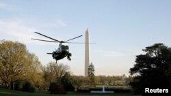 Trực thăng Marine One chuẩn bị hạ cánh đưa tổng thống Donald Trump xuống Nhà Trắng hôm 9/4. Hà Nội đang hy vọng tổng thống Trump sẽ tăng cường hợp tác Mỹ-Việt trong thương mại và cả chính trị.