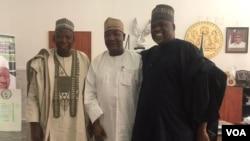 Gwamnan Kano Abdullahi Ganduje tare da Shugaban Sashen Hausa na Muryar Amurka, Aliyu Mustapha Sokoto.