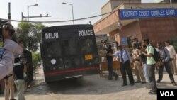 ຜູ້ຊາຍສີ່ຄົນມີຄວາມຜິດ ໃນການ ຂົ່ມຂືນຍິງສາວຄົນນຶ່ງຢູ່ເທິງລົດເມ ທີ່ກຸງ New Delhi ປີກາຍນີ້.