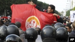 튀니지 거리의 시위자들