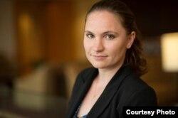 紐約移民律師勞倫•伯克