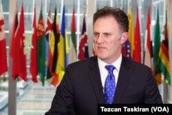 Eski Başkan Donald Trump yönetiminde Dışişleri Bakanlığı Terörle Mücadele Koordinatörü olarak görev yapan Büyükelçi Nathan Sales
