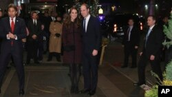 Pangeran Inggris William dan istrinya Kate tiba di Hotel Carlyle, New York hari Minggu (7/12) malam.