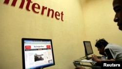 """Los participantes en el estudio debieron completar una encuesta llamada """"la escala de los problemas relacionados al Internet (IRP). que mide el nivel de problemas que una persona está teniendo debido al uso de Internet, en una escala de 0 a 200."""
