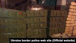 Знайдене у затриманому «КамАЗі» (фото прикордонної служби)
