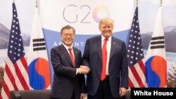 도널드 트럼프 미국 대통령과 문재인 한국 대통령이 30일 주요 20개국(G20) 정상회의가 열리는 아르헨티나 부에노스아이레스에서 회담했다.