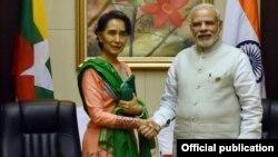 ႏိုင္ငံေတာ္၏အတိုင္ပင္ခံ ေဒၚေအာင္ဆန္းစုၾကည္ အိႏၵိယ ဝန္ႀကီးခ်ဳပ္ Narendra Modi နဲ႔ လာအိုႏိုင္ငံ ဗီယင္က်န္းမွာ သီးသန္႔ေတြ႔ဆံုခဲ့စဥ္။ (စက္တင္ဘာ၊ ၂၀၁၆)