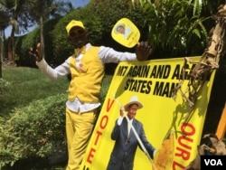 A supporter of President Yoweri Museveni at a rally in Kisaasi, a suburb of Kampala, Uganda, Feb. 16, 2016. (Photo: J. Craig / VOA )