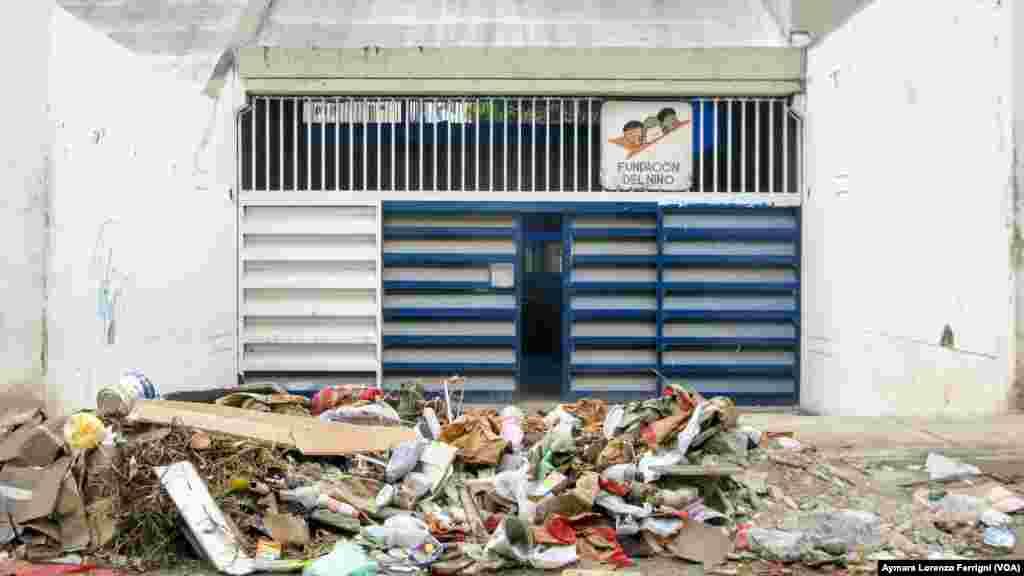 La basura amenaza la salud de los niños que se encuentran en dependencias del estado.